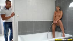 RealityKings Lola Blond - Shower Bang