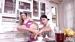DDFBusty Amber Jayne Busty Milf Seductress Fucks Delivery Boy